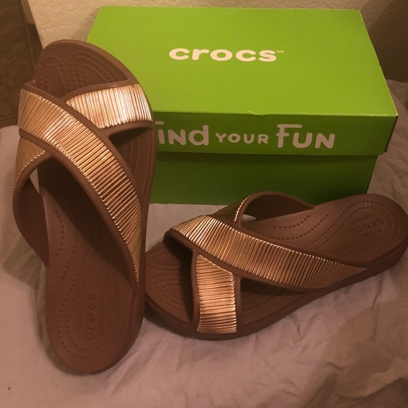 8dbf8d7c871 Crocs bronze Sandal